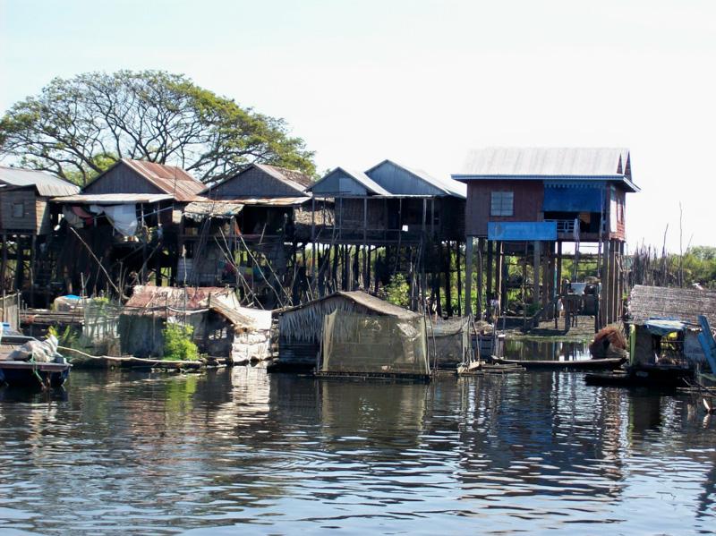 Cambogia Tonle Sap palafitte