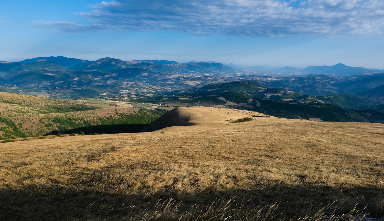 Cammino nelle Terre Mutate viaggio in centro Italia a piedi monti sibillini