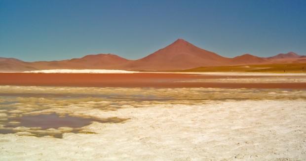 Bolivia laguna rossa