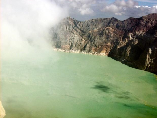 Lago sulfureo cratere Ijen indonesia
