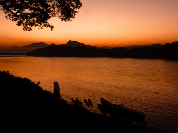 Laos mekong tramonto
