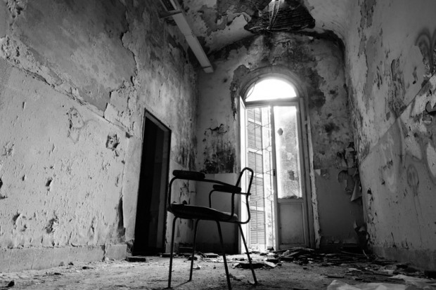 Manicomio abbandonato sedia mombello