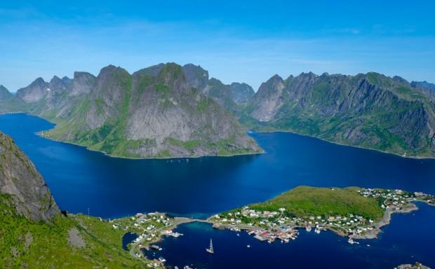 Norvegia Reinebringen lofoten trekking