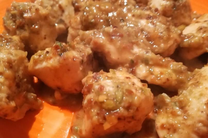 Pollo e pistacchi con salsa di agrumi