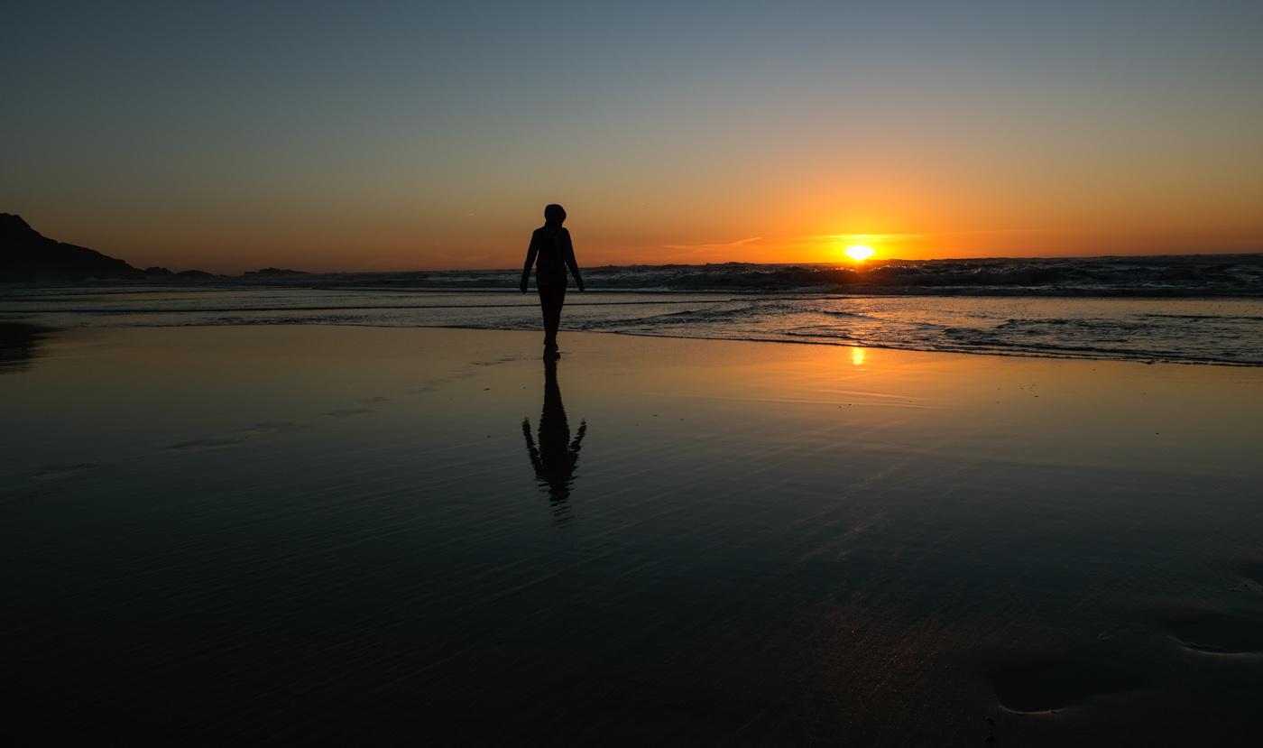 Rota Vicentina cammino a piedi Portogallo sentiero dei pescatori riflesso tramonto