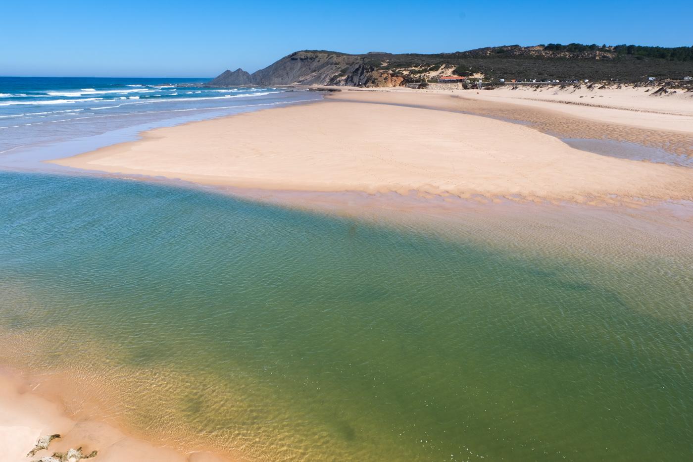 Rota Vicentina cammino a piedi Portogallo sentiero dei pescatori spiaggia e fiume