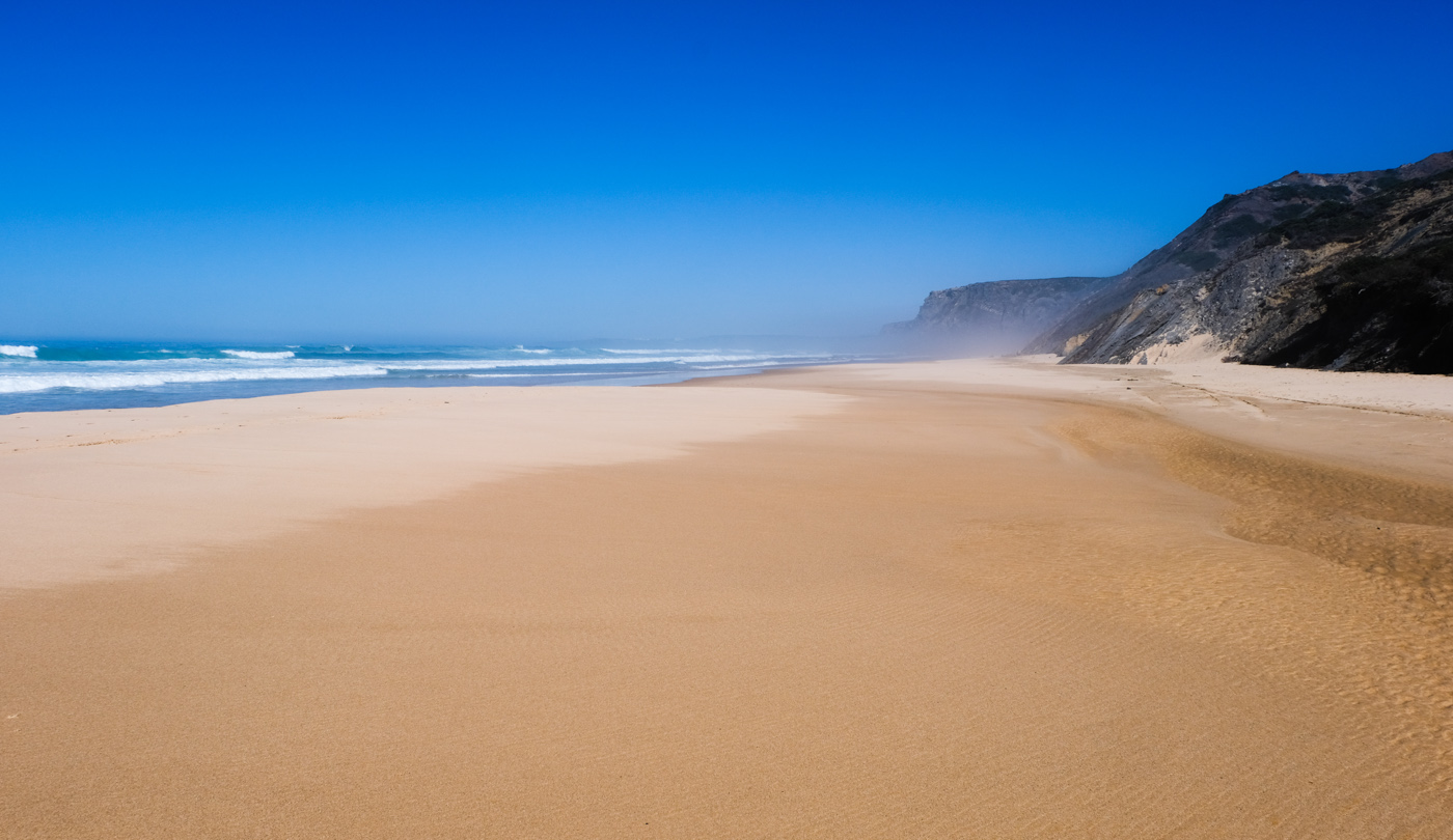 Rota Vicentina cammino a piedi Portogallo sentiero dei pescatori spiaggia panorama