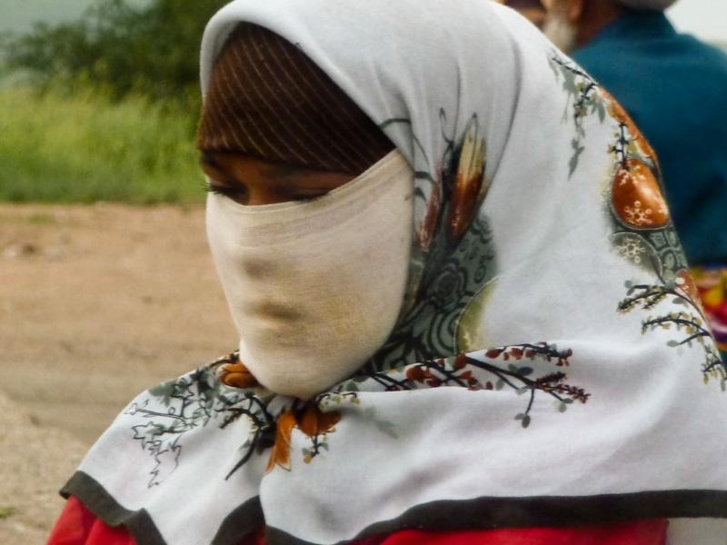 Tagikistan donna velo via della seta