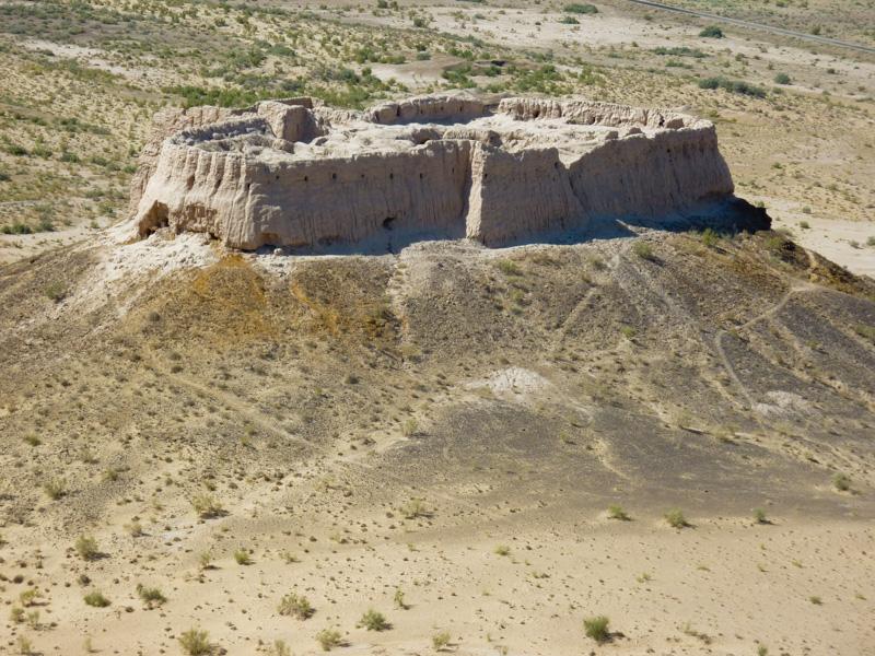 Uzbekistan castello nel deserto