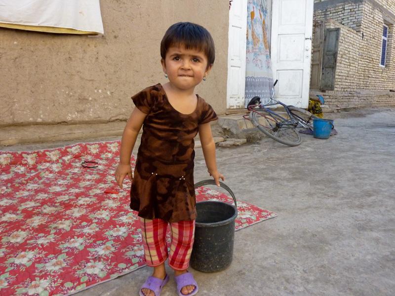 Uzbekistan bambina