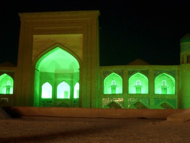 Uzbekistan notte moschea
