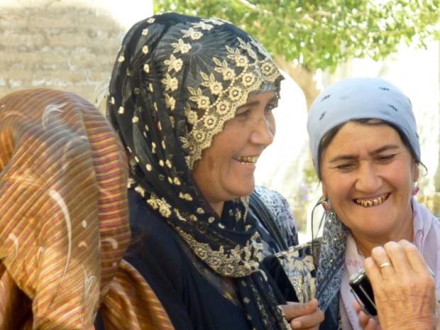 Uzbekistan sorrisi d'oro