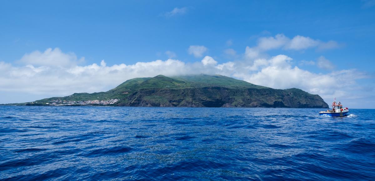 Viaggio a Corvo isole Azzorre panorama barca