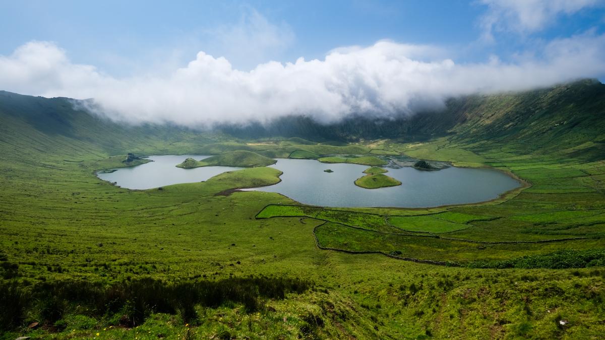 Viaggio a Corvo isole Azzorre panorama cratere trekking