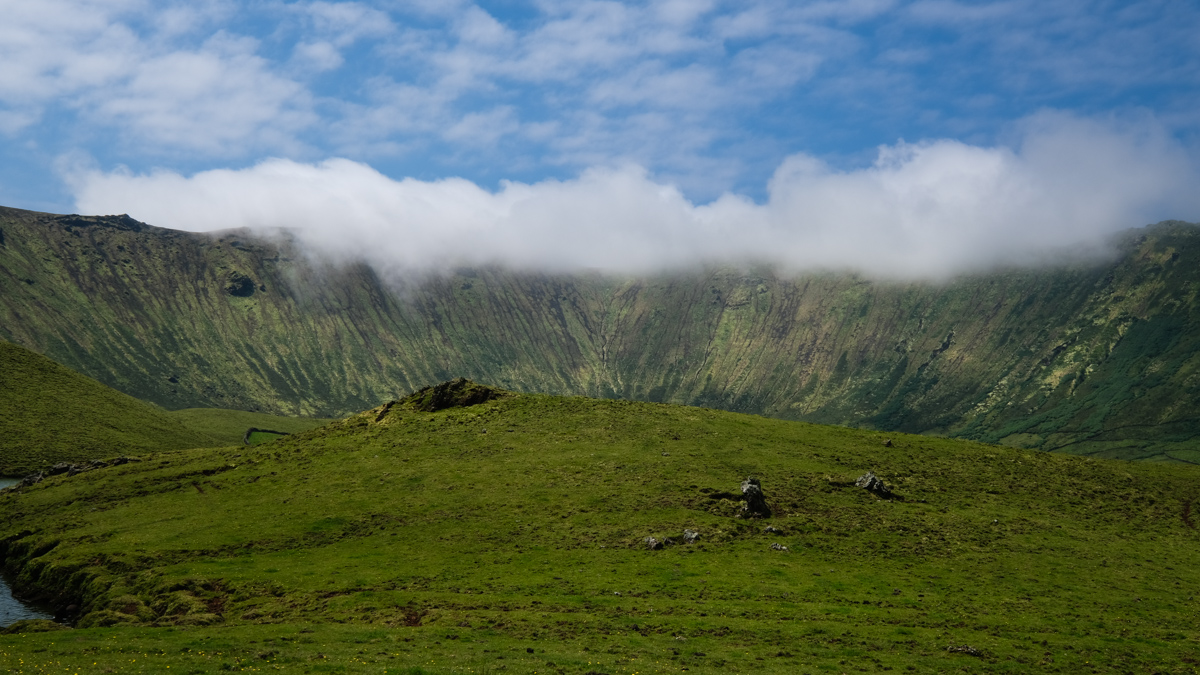 Viaggio a Corvo isole Azzorre panorama vulcano trekking
