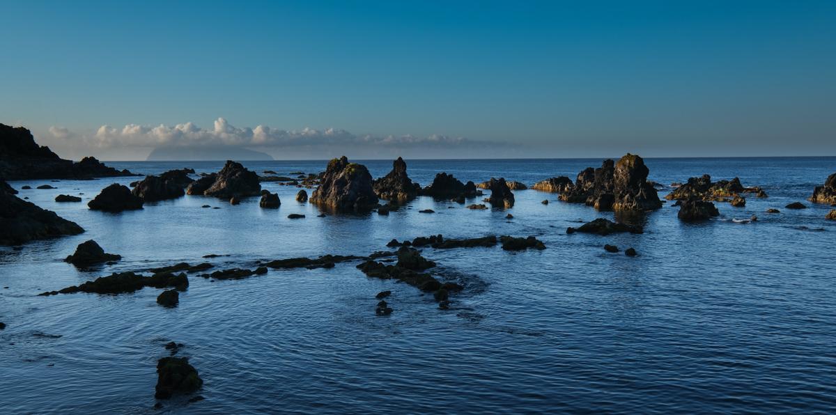 Viaggio a Flores e Corvo isole Azzorre scogli