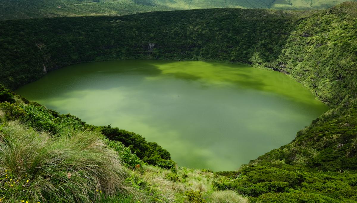 Viaggio a Flores isole Azzorre laguna trekking