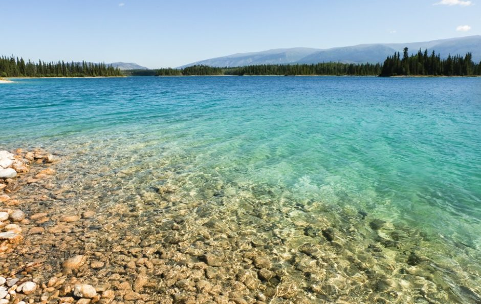 boya lake lago canada british columbia