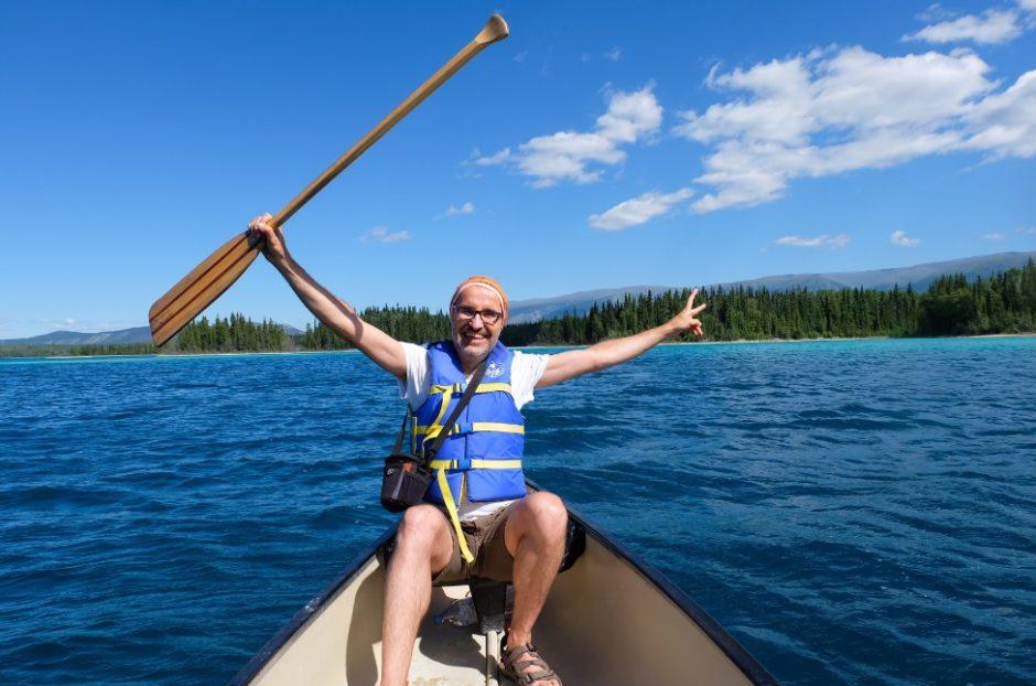 boya lake lago canada british columbia canoa
