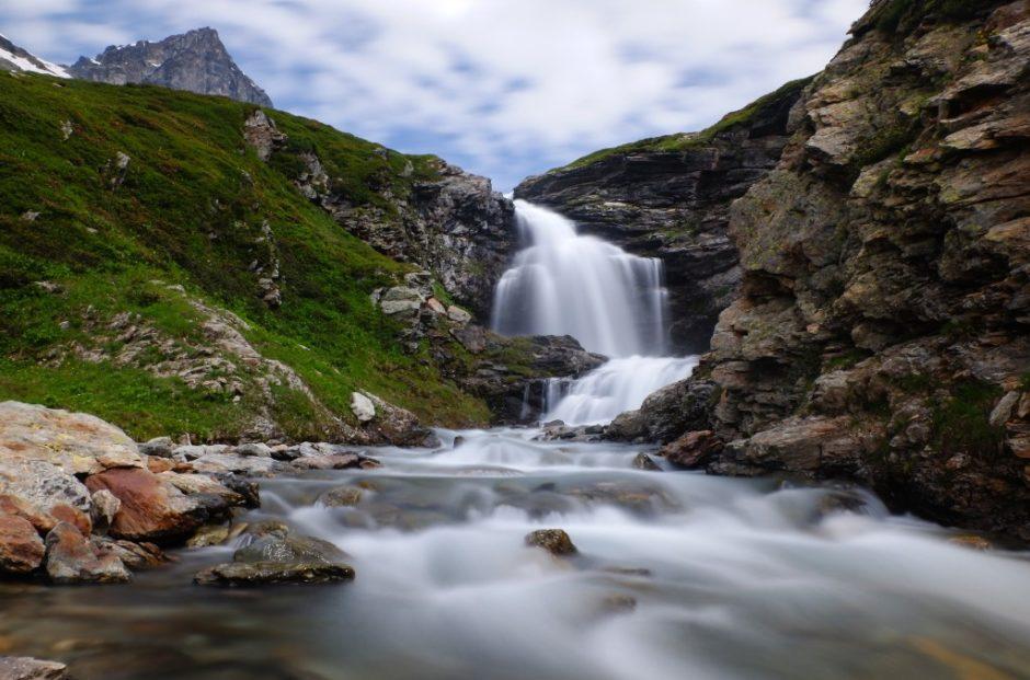 cascata trekking lago di san grato valgrisanche sentiero escursione valle aosta