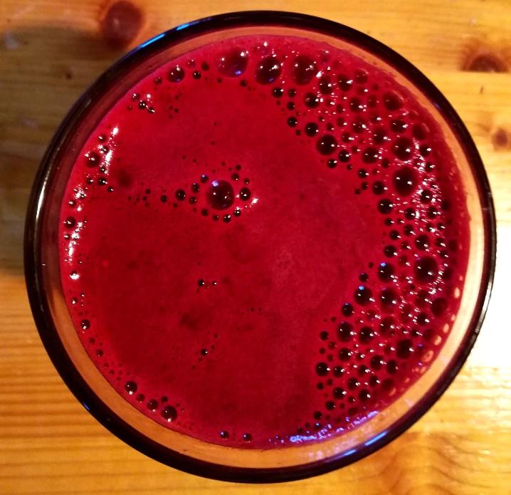 estratto di succo barbabietola carota viola uva nera zenzero limone