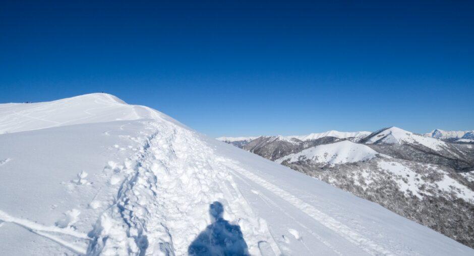 gita ciaspole monte bollettone con racchette da neve cresta