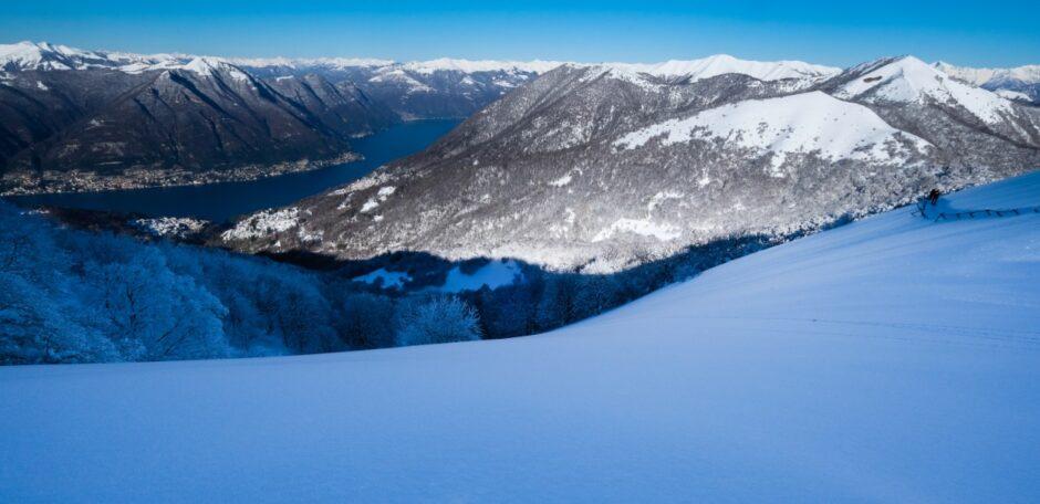 gita ciaspole monte bollettone con racchette da neve panorama