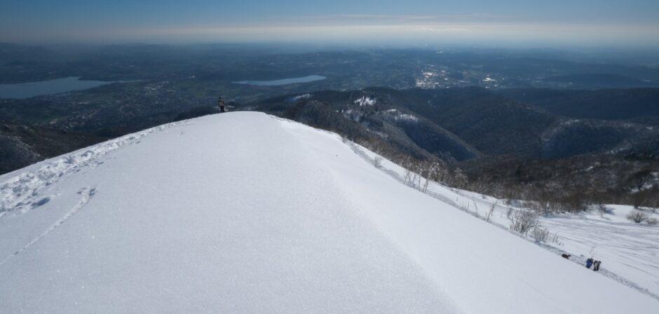 gita ciaspole monte bollettone con racchette da neve pianura