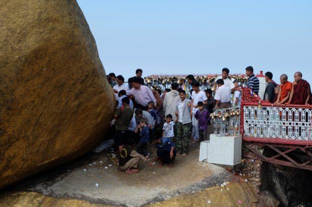 roccia d'oro preghiere myanmar