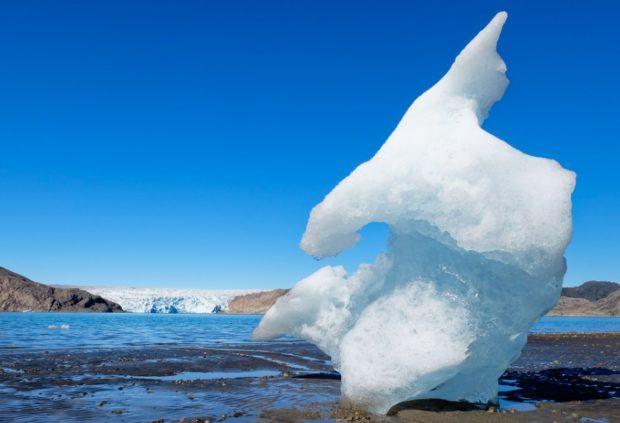 groenlandia iceberg spiaggiato