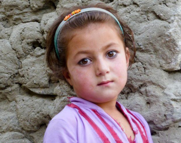 hunza pakistan bambina