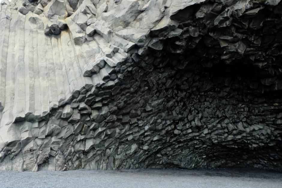 islanda spiaggia nera Reynisfjara grotta