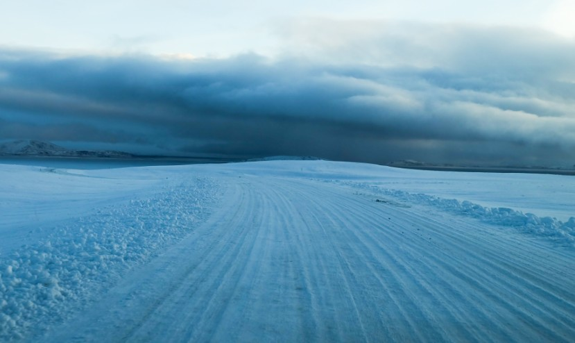 islanda strada ghiacciata inverno