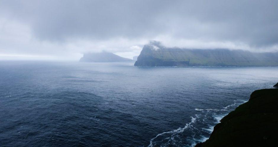 Isole Faroe: il faro in fondo all'isola di Kalsoy