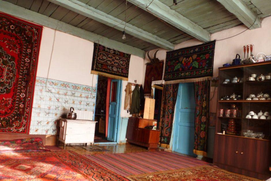 karakul pamir highway guesthouse