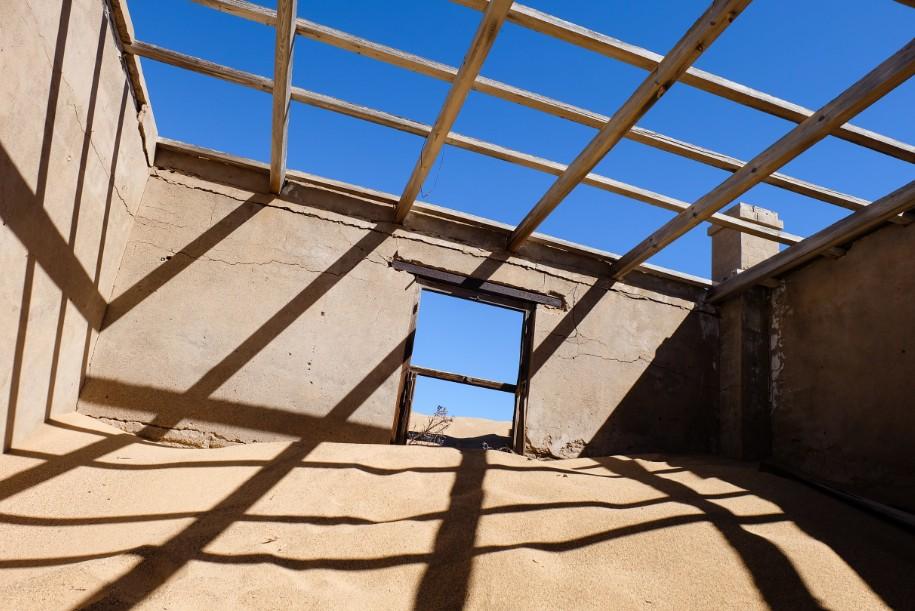 kolmanskop viaggio in namibia cielo in una stanza