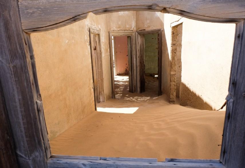 kolmanskop viaggio in namibia finestra