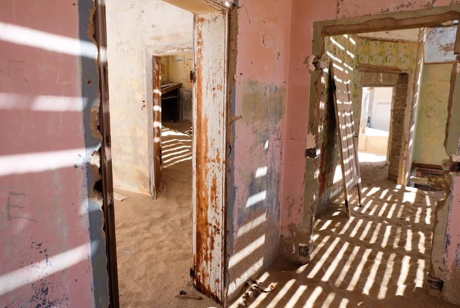 kolmanskop viaggio in namibia giochi di luce