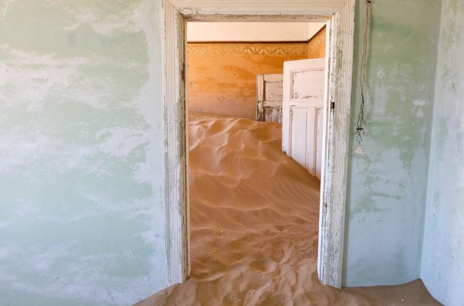 kolmanskop viaggio in namibia porte