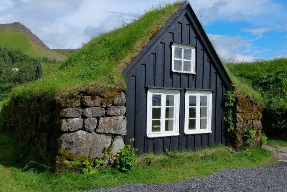 libri di viaggio islanda casa tetto in erba