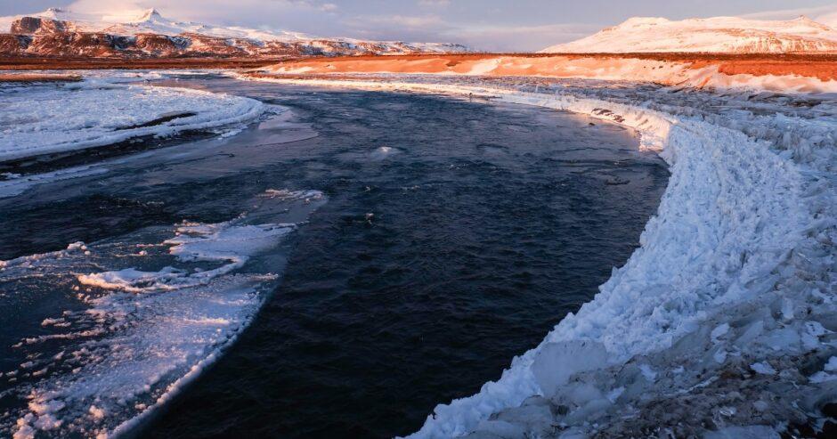 Libri di viaggio in Islanda  Fiume ghiacciato alba e tramonto