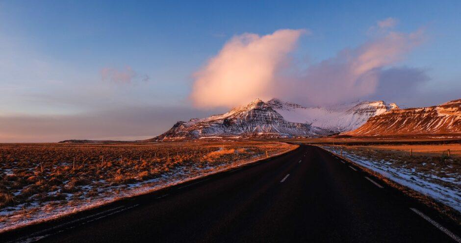 Libri di viaggio in Islanda immagine sulla strada