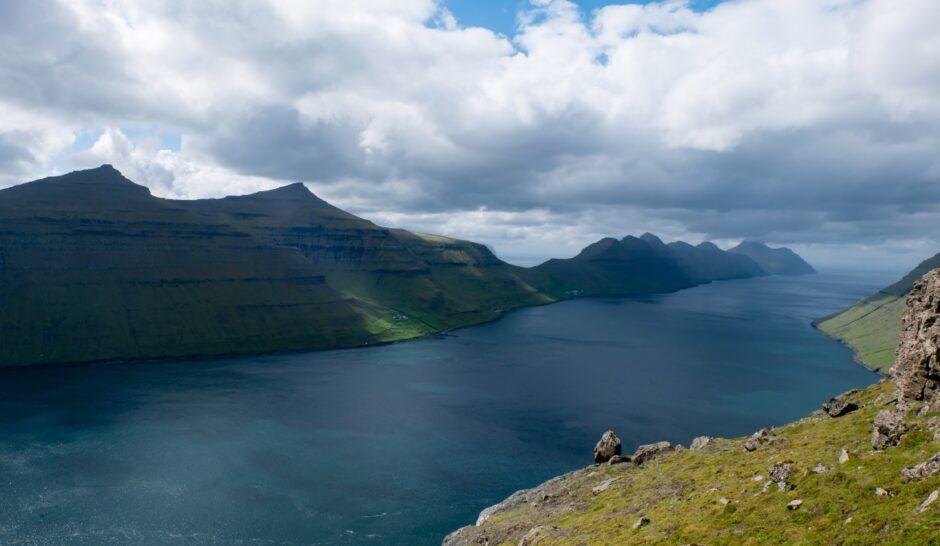 libro di viaggio Isole Faroe panorama montagne kalsoy