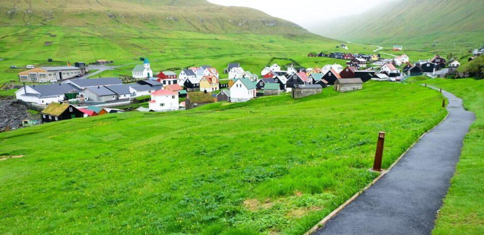 libro di viaggio Isole Faroe villaggio