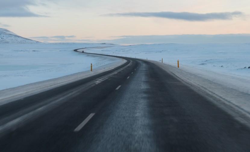 lslanda inverno on the road