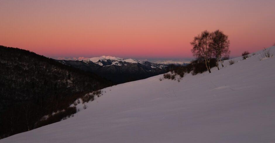 monte san primo sentiero ciaspole alba dalla colma di sormano