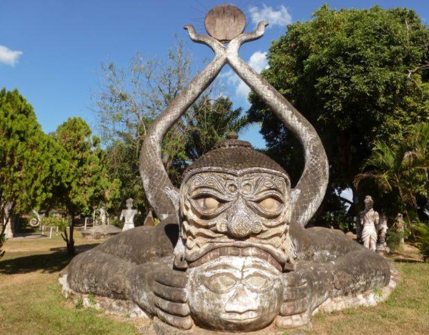 parco dei budda vientiane laos demone