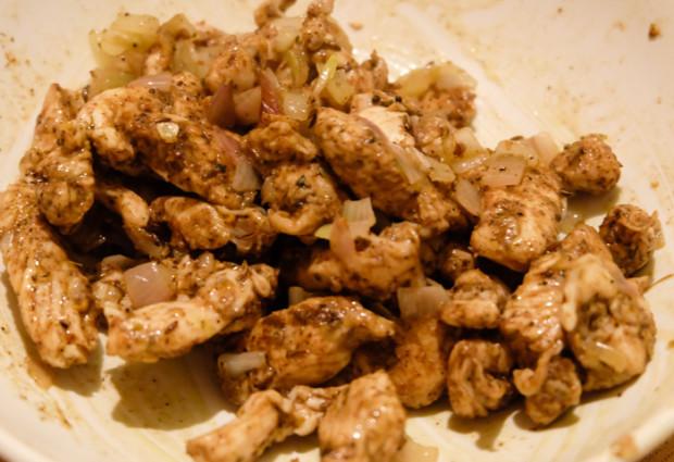 pollo allo scalogno con 35 spezie, coriandolo, peperoncino e chiodo di garfano