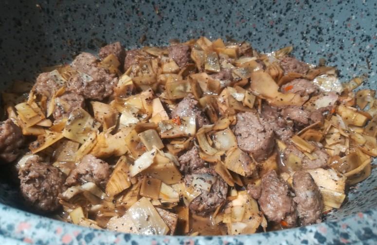 Carciofi e salsiccia alla polvere di mirto