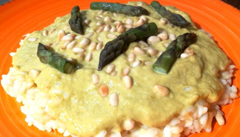 Risotto con brodo di asparagi, crema di asparagi e… asparagi